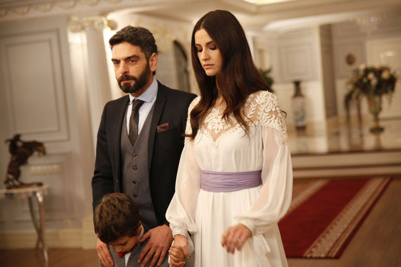 """Ti-o mai amintesti pe frumoasa İrem Helvacıoğlu, in rolul unei cadane din serialul """"Suleyman Magnificul, sub domnia iubirii""""? Iata cum arata in urma cu opt ani, talentata actrita care joaca in prezent, in """"Lacrimi la Marea Neagra""""!"""