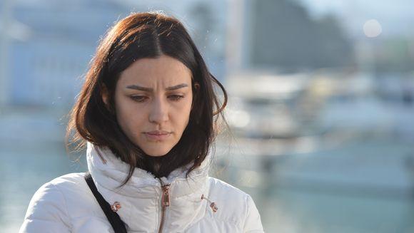 """Nefes, hotarari care ii vor schimba radical viata! Afla la ce gest disperat va recurge tanara in speranta ca va scapa definitiv de Vedat, in aceasta seara, intr-un nou episod din serialul """"Lacrimi la Marea Neagra"""", de la ora 20:00, la Kanal D!"""