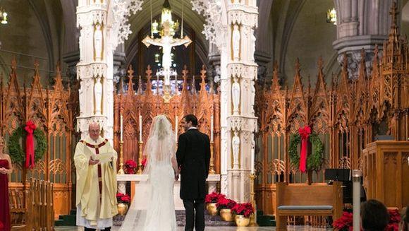 """Ce i-a șoptit o mireasă mirelui, în fața altarului. Bărbatului nu i-a venit să creadă: """"Tu ești normală la cap?"""""""