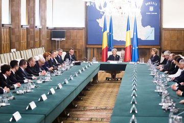 Viorica Dăncilă: Luăm în calcul restructurarea Guvernului. Ce s-a discutat in prima sedinta de guvern, dupa retragerea ALDE