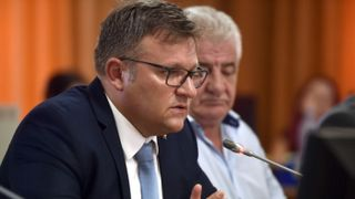 """""""Aveți pensie mică? Da. De mâine nu o mai primiți nici pe aceea"""". Scandal pe plata pensiilor: Klaus Iohannis a primit o provocare de la ministrul Marius Budai"""