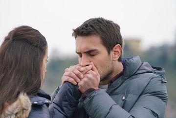 """Tentativa de sinucidere la care recurge Mercan pune pe jar familia Kaleli! Afla cum va incerca Tahir sa scape de acuzatiile care planeaza asupra lui, in aceasta seara, intr-un nou episod din serialul """"Lacrimi la Marea Neagra"""", de la ora 20:00, la Kanal D"""