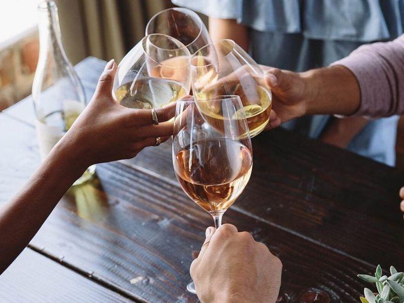 vin in pahare