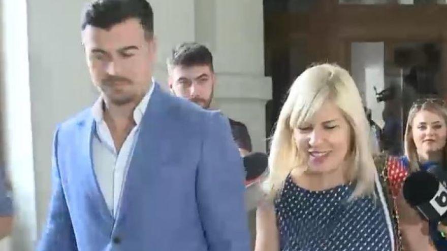 Elena Udrea de mana cu iubitul ei. Prima aparitie publica de la intoarcerea din Costa Rica