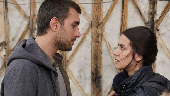 """Tahir ia o decizie dramatica! Afla ce se va intampla cu relatia dintre el si Nefes, in aceasta seara, intr-un nou episod din serialul """"Lacrimi la Marea Neagra"""", de la ora 20:00, la Kanal D!"""