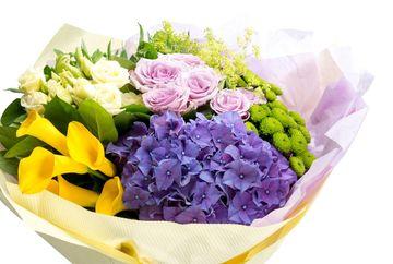 Alege buchete de flori cu hortensie pentru ziua de nastere a persoanei iubite!