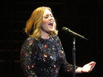 Adele DIVORTEAZĂ.  Felul neobișnuit în care își va crește fiul cu fostul soț