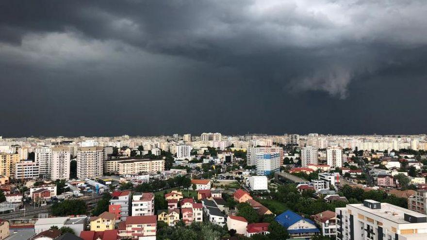 Prognoza meteo pentru ASTĂZI. Vremea se schimbă radical! Zonele în care ploile fac ravagii