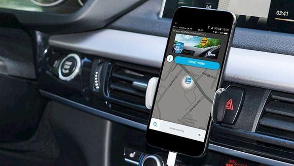S-a dat lege: amenzi uriase pentru cei care folosesc Waze pe telefon in masina! Cati bani vor da soferii care sunt prinsi