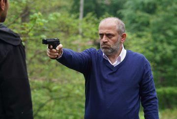 """Tahir, in pericol de moarte! Planul lui Vedat atinge apogeul! Afla cum va reactiona tatal lui Mercan in confruntarea cu Tahir, in aceasta seara, intr-un nou episod din serialul """"Lacrimi la Marea Neagra"""", de la ora 20:00, la Kanal D"""