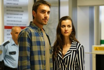 """Tahir joaca """"ultima carte"""" cu Vedat! Afla ce decizie radicala va lua tanarul pentru a-si proteja familia, in aceasta seara, intr-un nou episod din serialul """"Lacrimi la Marea Neagra"""", de la ora 20:00, la Kanal D"""