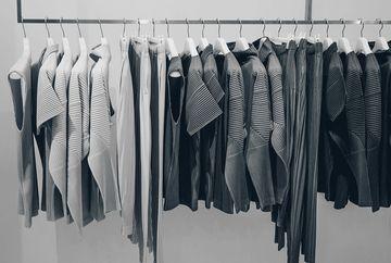 Cum sa incluzi tricourile tale favorite in tinutele de seara