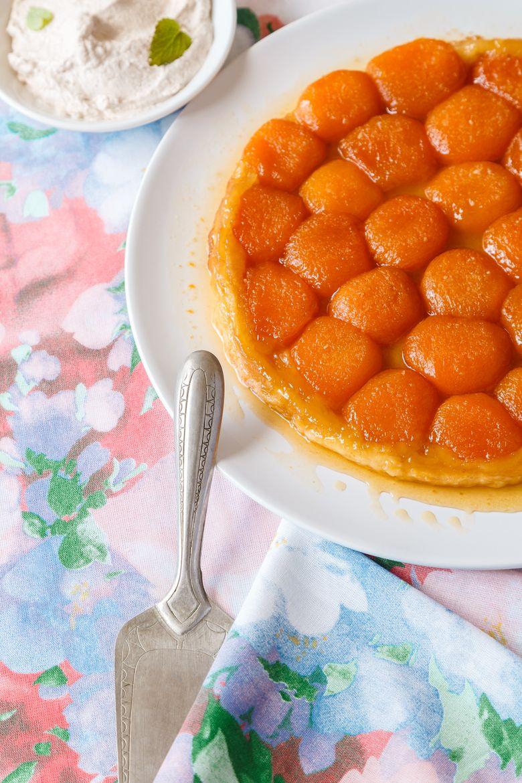 Prajitura rasturnata cu caise sau tort cu caise, delicios si pufos
