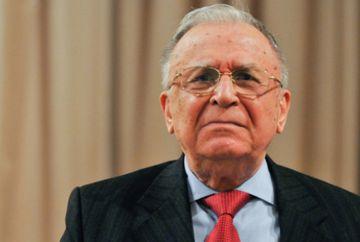 ULTIMA ORĂ Ion Iliescu a ajuns din nou de urgență la spital! Fostul președinte, internat cu probleme cardiace!