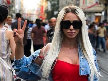 Ligi Puterea dragostei silicoane - Cele mai HOT imagini cu cea mai sexy blonda din casa dragostei