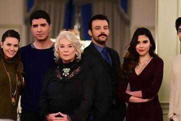 """Unul dintre cei mai indragiti actori din serialul """"Mireasa din Istanbul"""" s-a logodit cu aleasa inimii sale! Iata cat de frumosi sunt impreuna si cat de mult se iubesc!"""