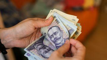 Sute de mii de români s-au trezit astăzi cu bani în conturi! Ce s-a întâmplat