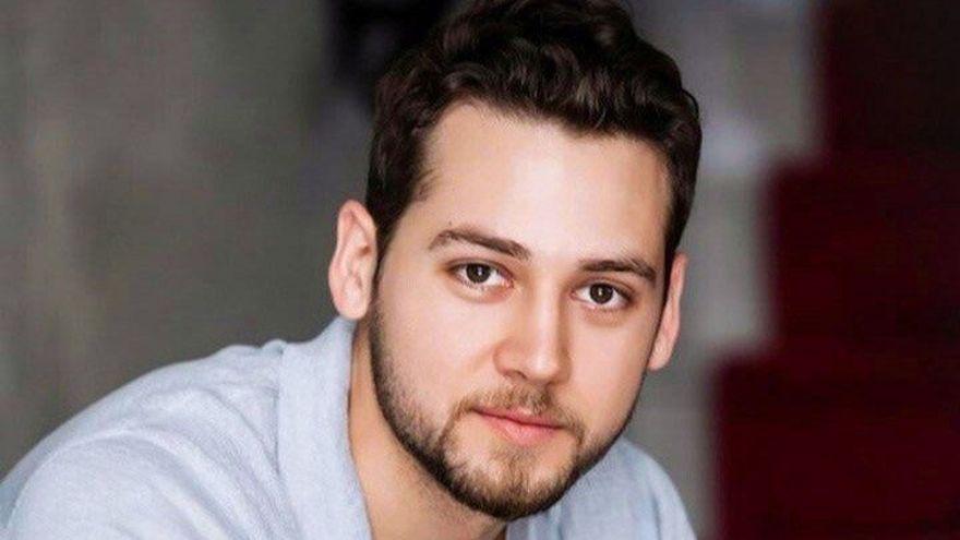 """Murat din serialul """"Lacrimi la Marea Neagra"""", ipostaze inedite alaturi de colegii sai! Iata cum a fost surprins carismaticul Cem Kenar impreuna cu ceilalti actori, in spatele camerelor de filmat!"""
