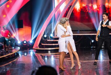 """Sexy Kizomba"", un trio exceptional la ""Imi place dansul""! S-a lasat cu un sarut pasional intre doua fete! Sambata, in competitia de dans de la Kanal D, concurentii incing ringul pe dansuri latino si indiene"