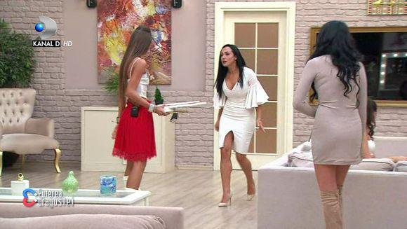"""Un nou scandal monstru între Mariana și Ella! S-a ajuns la violență: """"Normal că am plesnit-o"""""""