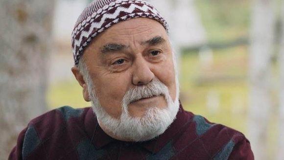 """Imamul Osman din serialul """"Lacrimi la Marea Neagra"""", un actor nonconformist! Iata ce sotie tanara si-a ales Sait Genay si cum le sta impreuna!"""