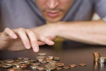 Este dezastru! Nu mai sunt bani de salarii! Romanii raman fara bani de Sarbatori