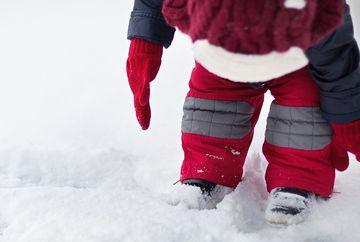 Cum alegi incaltamintea de iarna potrivita pentru copii mici
