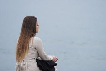 """Mercan ia o decizie socanta! Afla ce se va intampla cu tanara obligata de tatal ei sa se marite cu un necunoscut, in aceasta seara, intr-un nou episod din serialul """"Lacrimi la Marea Neagra"""", de la ora 20:00, la Kanal D"""