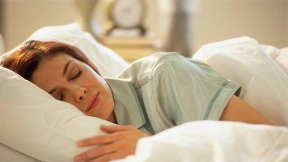 Vorbitul in somn, care sunt cauzele si ce spune acest lucru despre sanatatea noastra