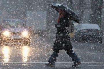 Prognoza meteo 20 noiembrie. Vreme închisă, cu ploi și ninsori. Vânt puternic și ceață