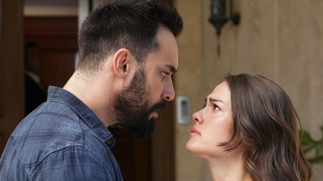 """Hazan si Ferhat, poveste de dragoste! Afla cum va reactiona necrutatorul Tarik si ce noi masuri diabolice va pune la cale, in aceasta seara, intr-un nou episod din serialul """"Lacrimi la Marea Neagra"""", de la ora 20:00, la Kanal D!"""