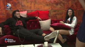 Ricardo și Manuela, împreună în camera roșie! Cine a intrat peste ei! Ce a urmat întrece orice imaginație