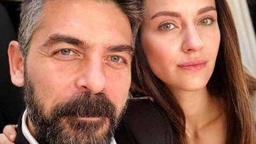 """Ea este cea mai importanta femeie din viata lui Mustafa din serialul """"Lacrimi la Marea Neagra""""! Iata cum a fost surprins celebrul Sinan Tuzcu alaturi de cea care i-a marcat existenta!"""