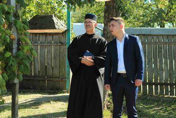 """I-am prins in fapt! Imaginile flagrantului, in exclusivitate! Cum functioneaza institutiile fundamentale ale statului, in Gaurenii de Jos, satul unde """"Moldovenii"""" sunt la putere!"""