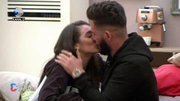 Deea și Ricardo și-au oficializat relația! S-au sărutat de față cu toți concurenții! Reacția fabuloasă a Andreei Mantea