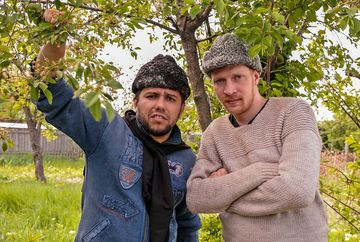 """""""Moldovenii"""" dau mare petrecere de Ziua Nationala a Romaniei! Actorii serialului de comedie de la Kanal D vor celebra impreuna 1 Decembrie, pe romaneste!"""