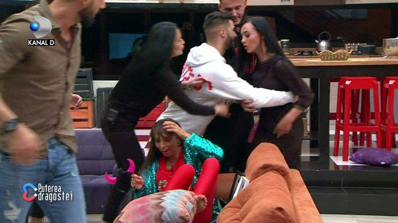 """Scene incredibile in casa """"Puterea dragostei""""! Ella a cedat nervos si a atacat-o pe Mariana!"""