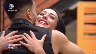Imagini fierbinți cu Ella și Jador! Au apărut dezbrăcați și împreună, ca doi soți! FOTO INCENDIAR