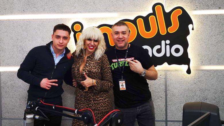 """Raluca Badulescu, """"bomba"""" de energie in matinalul de la Radio Impuls  """"Le place ce fac, sunt <fierti>, o simt in privirile lor!"""""""