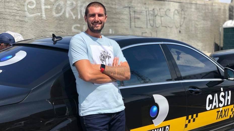 """Distractie si premii pentru cei mai isteti pasageri, sambata, intr-o noua editie """"Cash Taxi"""", prezentata de Catalin Cazacu, de la ora 21:30, la Kanal D!"""
