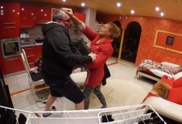 Imagini incredibile cu părinții lui Livian! Nelson a făcut praf un laptop, iar Liana a cedat și a început să dea în el! VIDEO ULUITOR