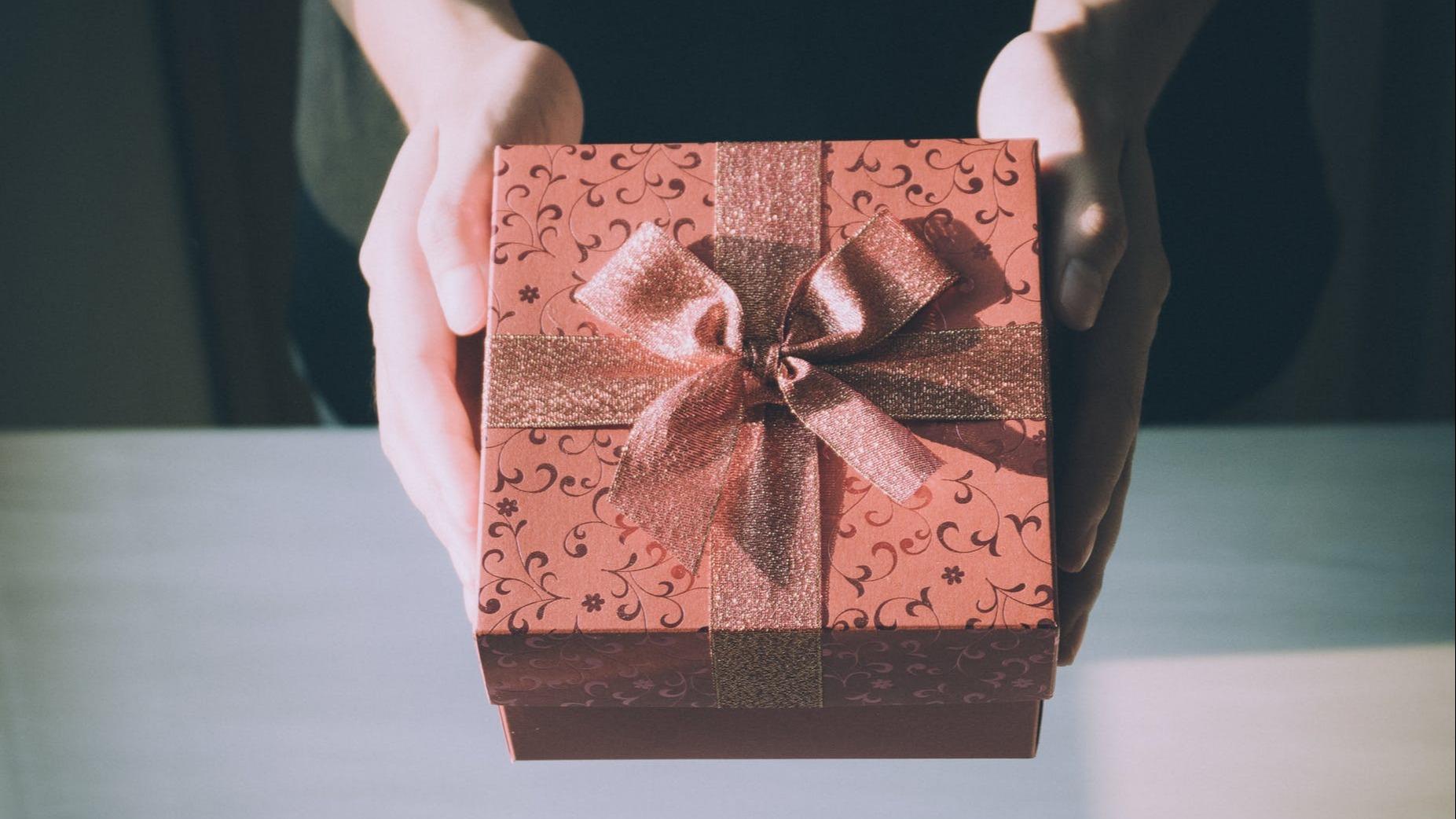 Cadouri de casă nouă - cum alegi cadourile potrivite și ce trebuie să eviți