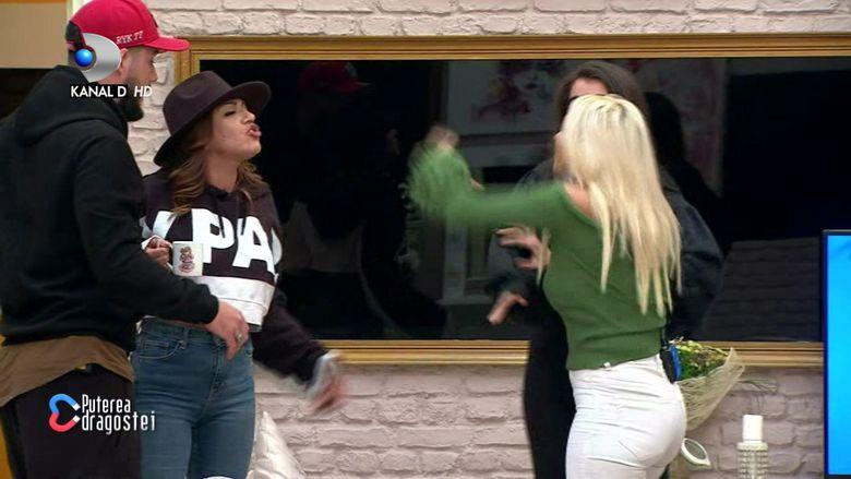 """Scandal monstru în casa """"Puterea dragostei""""! A început cu cearta dintre Andreea Oprică și Deea, apoi a intervenit Pirui! S-a sărit la bătaie!"""