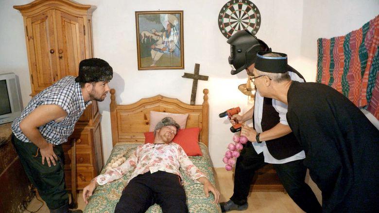 """""""Exorcizarea"""" lui Cornel, marca """"Moldovenii""""! Nu ratati in aceasta seara, un nou episod spumos, plin de evenimente neprevazute, gata sa aduca zambetele pe chipurile telespectatorilor!"""