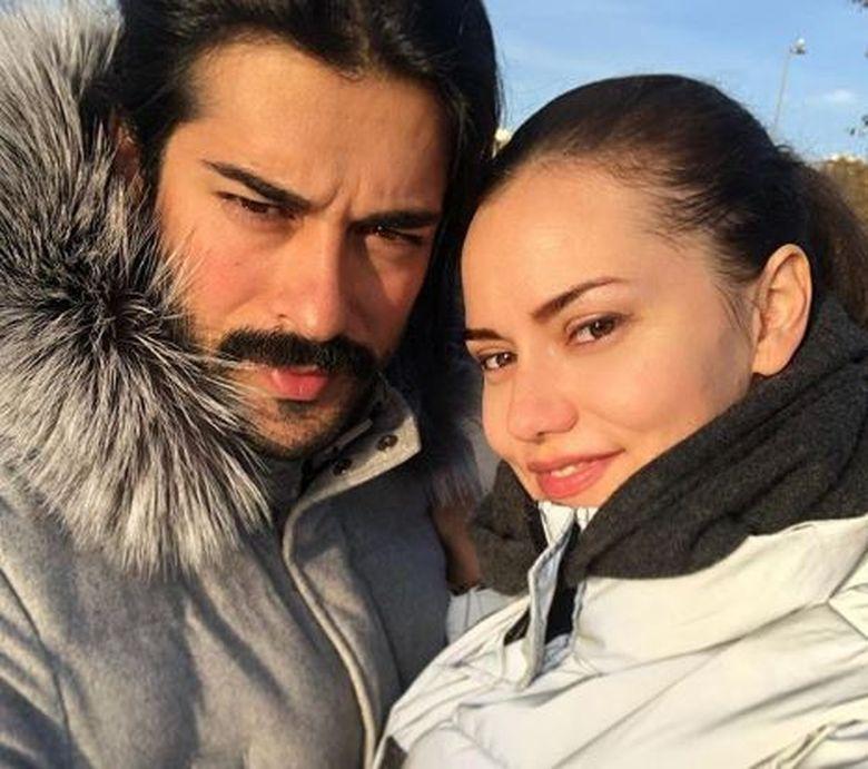 Burak Ozcivit, aniversare in familie! Iata cati ani a implinit carismaticul actor si ce mesaj de dragoste a primit acesta din partea frumoasei lui sotii, Fahriye Evcen!