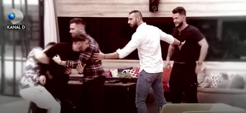 "Tensiunile ating cote alarmante in casa ""Puterea dragostei"": Filip sare sa il bata pe Ricardo! Afla pana unde va ajunge scandalul celor doi concurenti, JOI, de la ora 11:00 si 17:00, la Kanal D!"