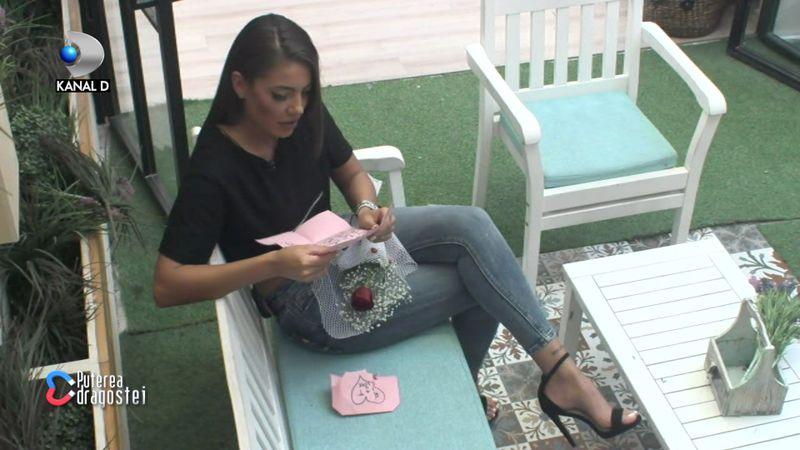 Roxana primește o scrisoare