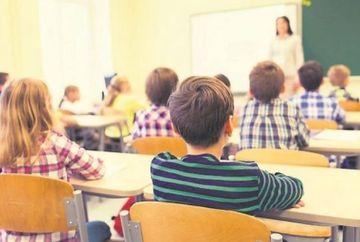 Structura anului scolar 2020 - 2021 se schimba. Cate vacante vor avea elevii