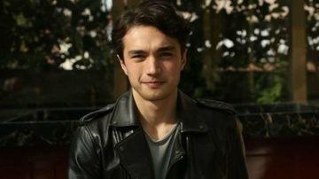"""Hasan din serialul """"Gulperi"""", surprins alaturi de tanara care i-a furat inima! Iata cum arata cea care l-a cucerit pe carismaticul Burak Dakak!"""
