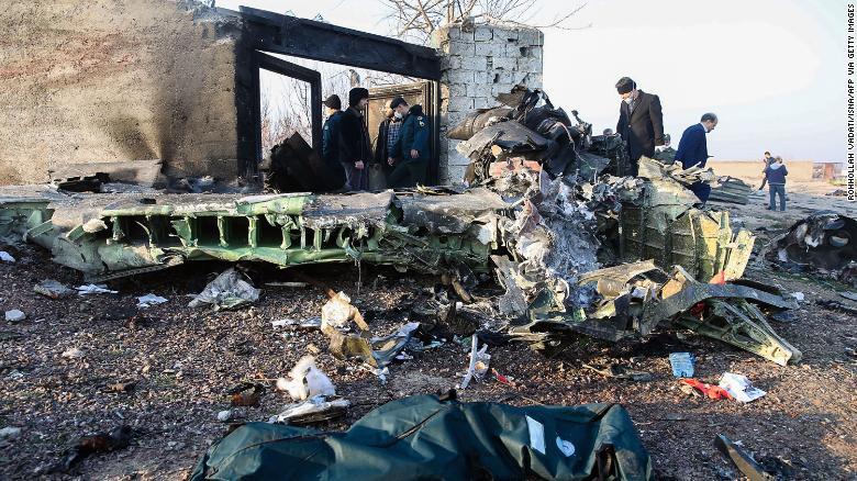 E oficial! Avionul prabusit in Iran a fost lovit de o racheta iraniana. Imaginile sunt publice